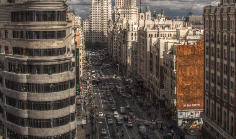 Desproporción de espacios entre peatones y automóviles. Fuente: Felipe Gabaldón.