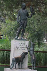 zoo-de-madrid-estatua-felix-rodriguez-de-la-fuente